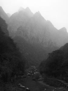 崇山峻嶺:泉瀑峽