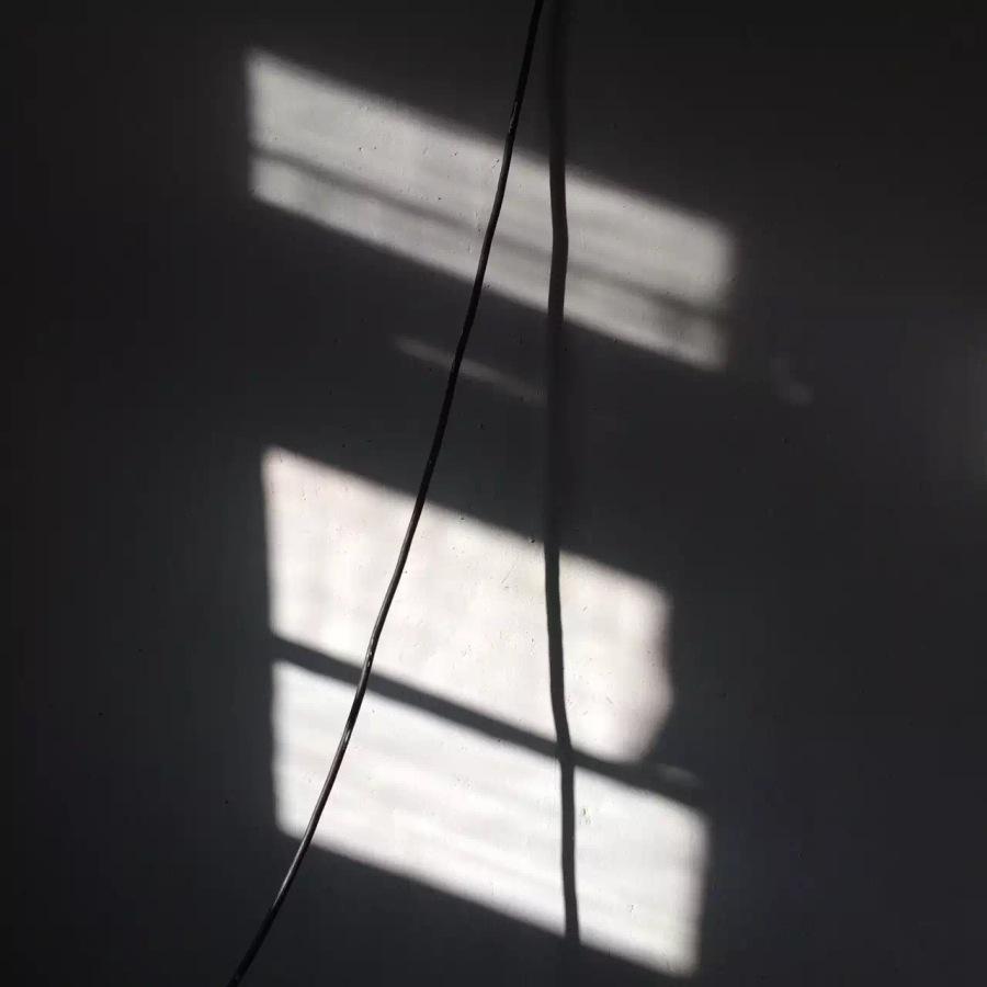 睡房裡的電線